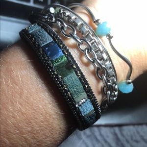 Thin bracelet with a magnetic latch lock